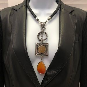 Accessories - Beautiful drop necklace with leather chain